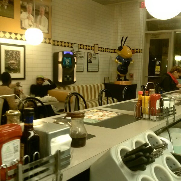 Photo taken at Waffle House by Yamiko S. on 2/27/2013