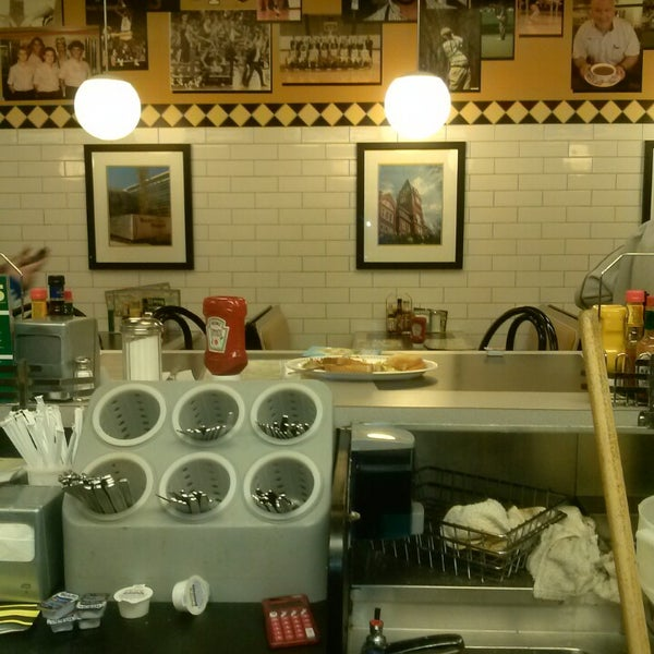 Photo taken at Waffle House by Yamiko S. on 3/13/2013