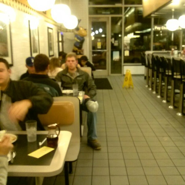 Photo taken at Waffle House by Yamiko S. on 3/6/2013
