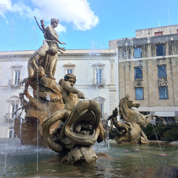 Where's Good? Holiday and vacation recommendations for Syracuse, Italy. What's good to see, when's good to go and how's best to get there.