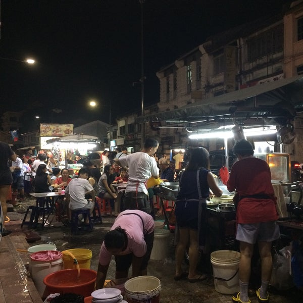 Photo taken at Chulia St. Night Hawker Stalls by Roma on 4/29/2018