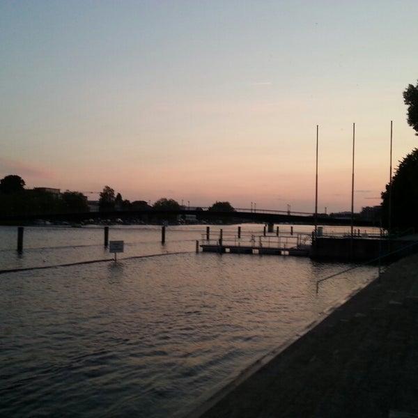 Das Foto wurde bei Rheinterrasse von matthias am 6/7/2013 aufgenommen
