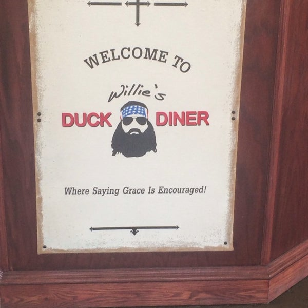 Photo taken at Willie's Duck Diner by Farrah T. on 7/9/2014