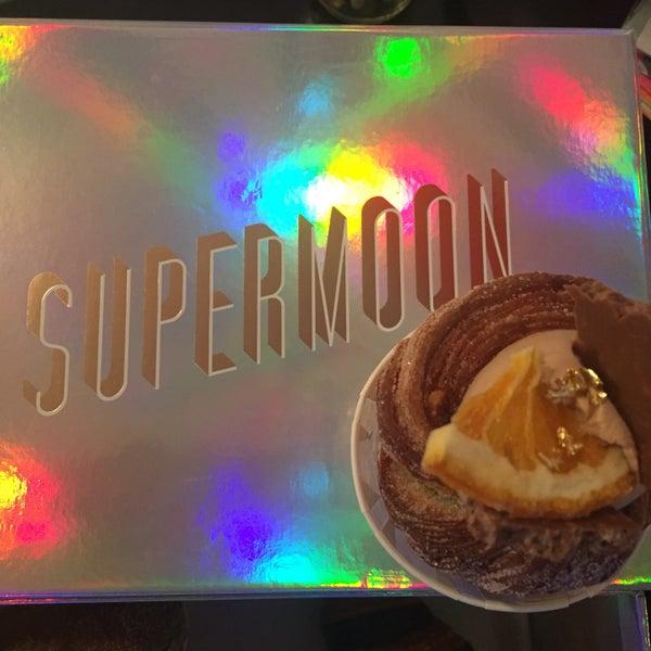 Das Foto wurde bei Supermoon Bakehouse von Chris M. am 11/4/2017 aufgenommen