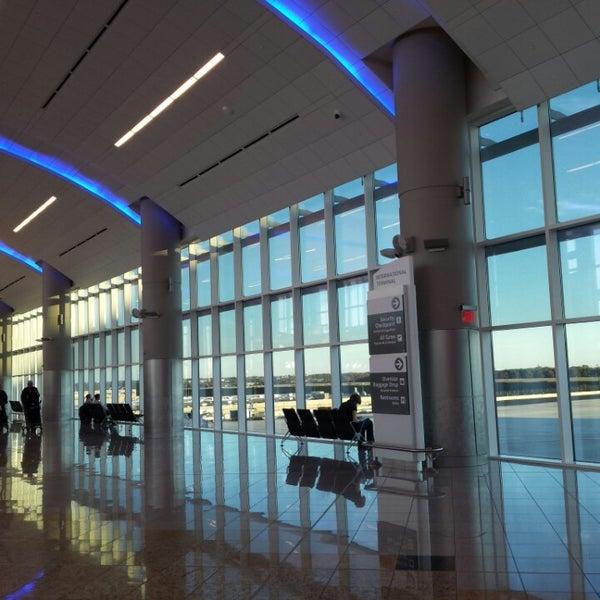Photo taken at Hartsfield-Jackson Atlanta International Airport (ATL) by Jeannette kyungmin K. on 11/4/2013