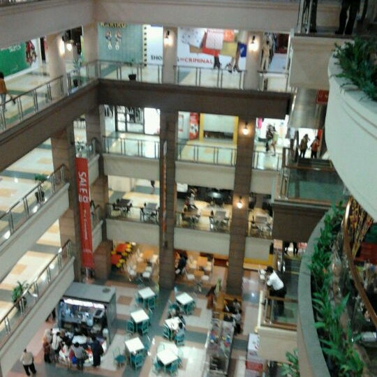 Photo taken at Galeria Mall by jack r. on 8/31/2012