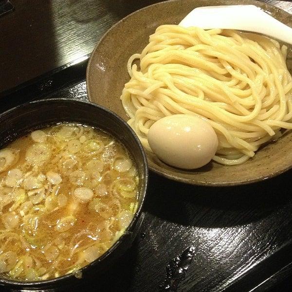 Photo taken at 三ツ矢堂製麺 下北沢店 by 武蔵小杉最強伝説 on 9/1/2013