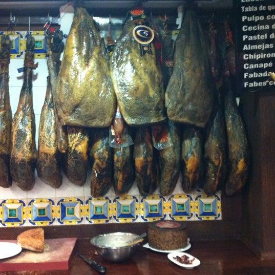 Foto tomada en Carlos Tartiere Restaurante Sidrería por Enric B. el 10/26/2012