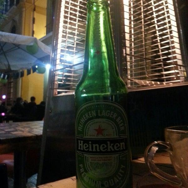 3/17/2013 tarihinde Helen A.ziyaretçi tarafından Café con Libros'de çekilen fotoğraf