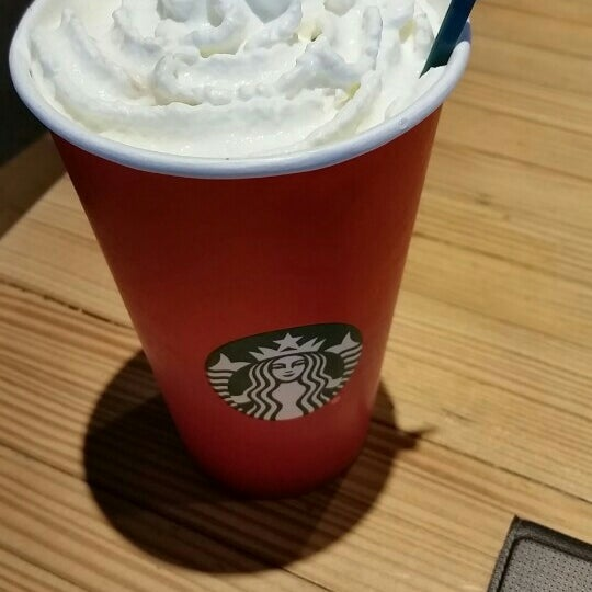 Photo taken at Starbucks by Guido D. on 12/25/2015