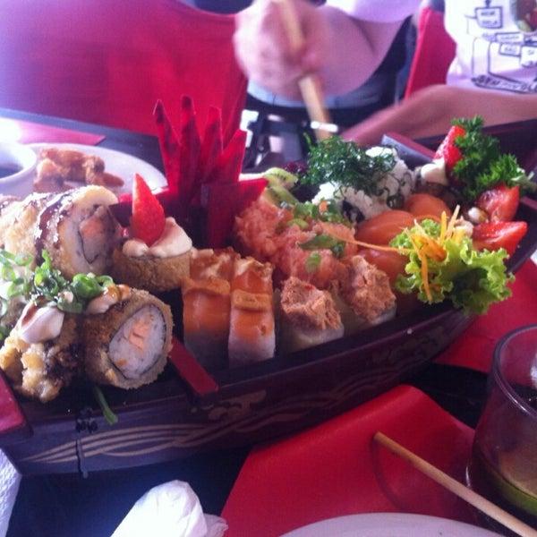 Foto tirada no(a) Hachi Japonese Food por Rodrigo Z. em 2/7/2015