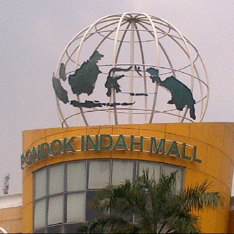 Photo taken at Pondok Indah Mall 2 by 'vieta j. on 10/31/2012