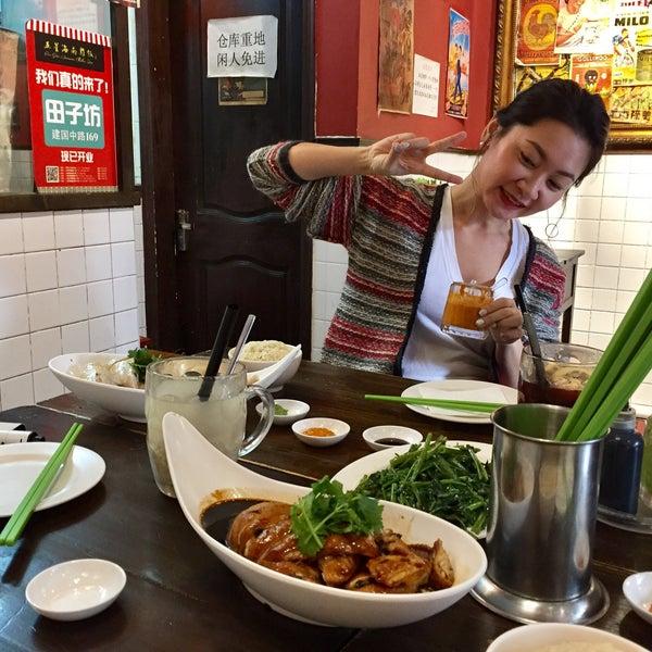 Photo taken at 五星海南鸡饭 | Five Star Hainanese Chicken Rice by Simplicious C. on 1/3/2017