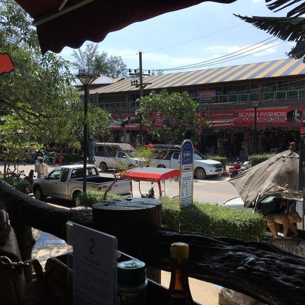Снимок сделан в Tanta's Thai Restaurant пользователем Andrew T. 3/22/2017