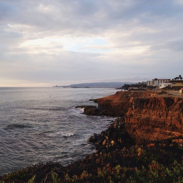 Foto tirada no(a) Sunset Cliffs Natural Park por Sophia D. em 8/4/2014