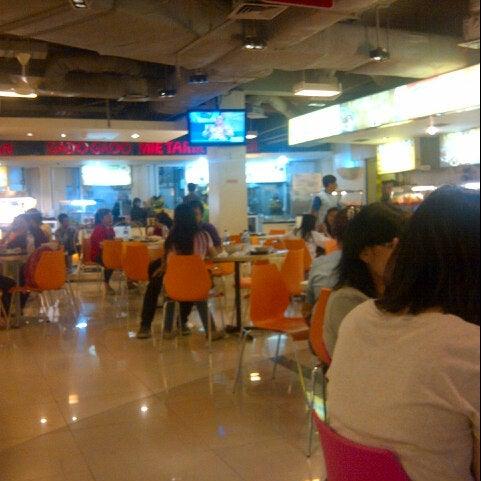 Photo taken at Food Court MKG 1 by Yonanes Yoakim W. on 8/26/2013
