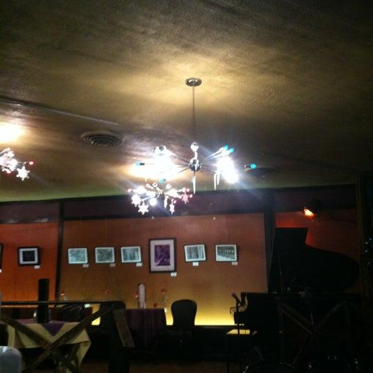 Foto tirada no(a) Dazzle por Josh M. em 12/30/2012