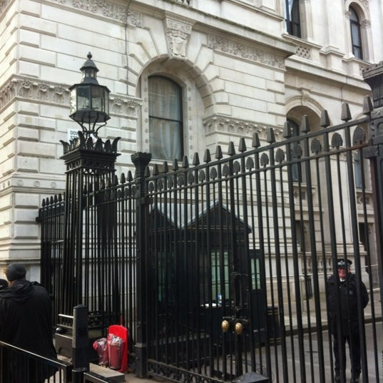 Photo taken at 10 Downing Street by 영우 on 10/9/2012