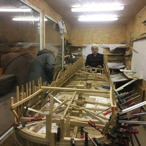 Впечатляющая стройка деревянного линкора