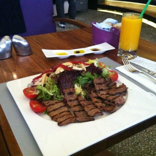 11/7/2012 tarihinde 👸 Ayça D.ziyaretçi tarafından Ve Cafe & Restaurant'de çekilen fotoğraf