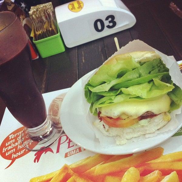 Foto tirada no(a) Brasil Burger por SweetPearl .. em 8/31/2013