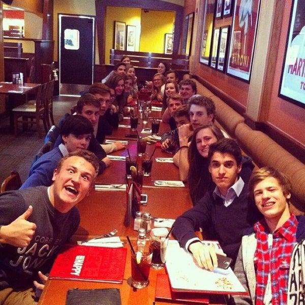 Photo taken at Earls Restaurant by Elfriede D. on 4/9/2014