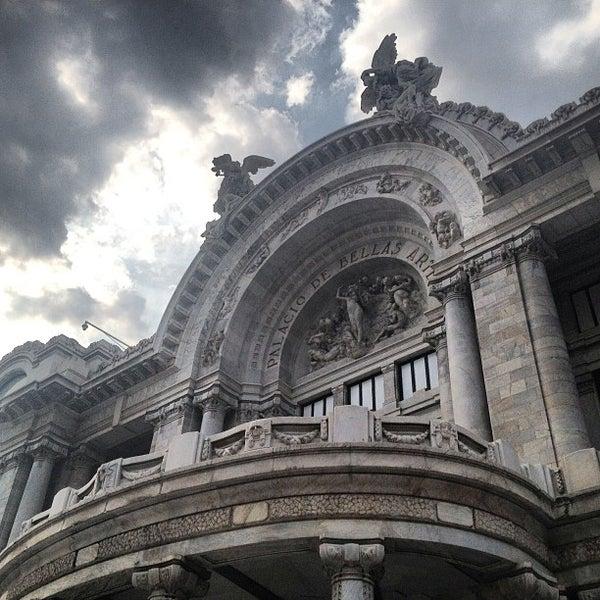 Foto tomada en Palacio de Bellas Artes por Girl Gone Travel el 5/19/2013