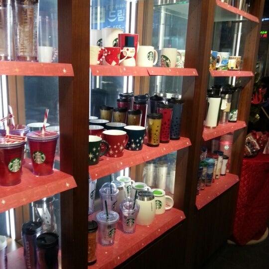 Photo taken at Starbucks by JESSICA on 11/14/2012