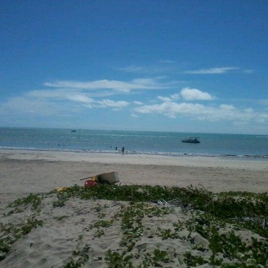 Foto tirada no(a) Praia de Paripueira por Adriana G. em 12/24/2012