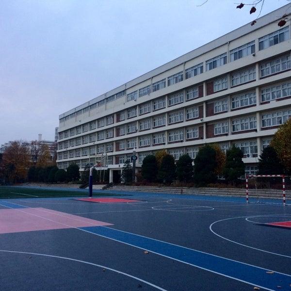 Photo taken at 현대고등학교 by Matthew Wonsuk K. on 11/23/2014