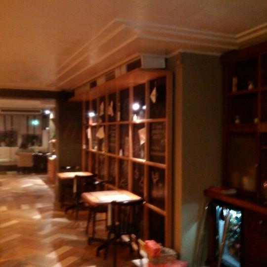 Снимок сделан в RollHouse пользователем Eugene Z. 12/21/2012