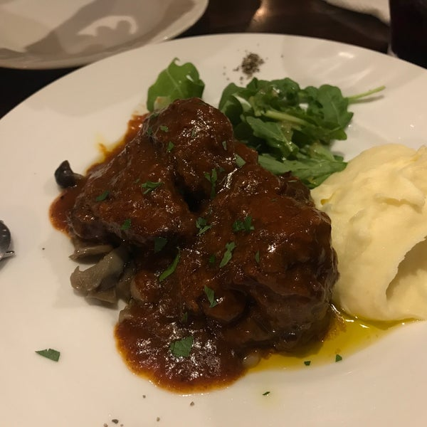 Das Foto wurde bei cucina italiana aria von Ayana K. am 10/13/2017 aufgenommen