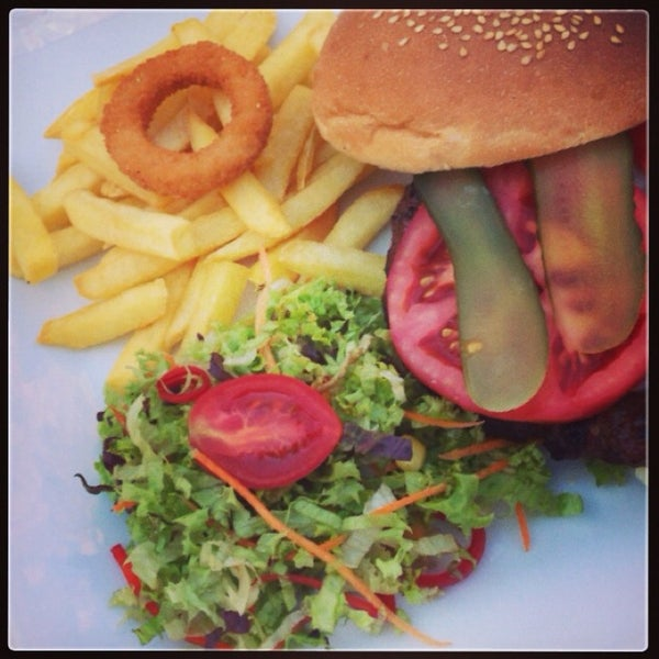 Cheeseburgeri gerçekten çok güzel. Uzun süredir böyle lezzetlisini yememiştim :)