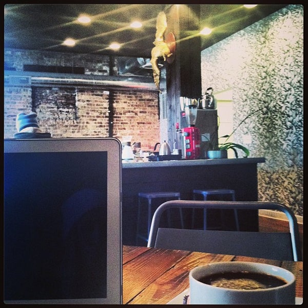 Foto tomada en Gaslight Coffee Roasters por Jenny P. el 1/7/2013