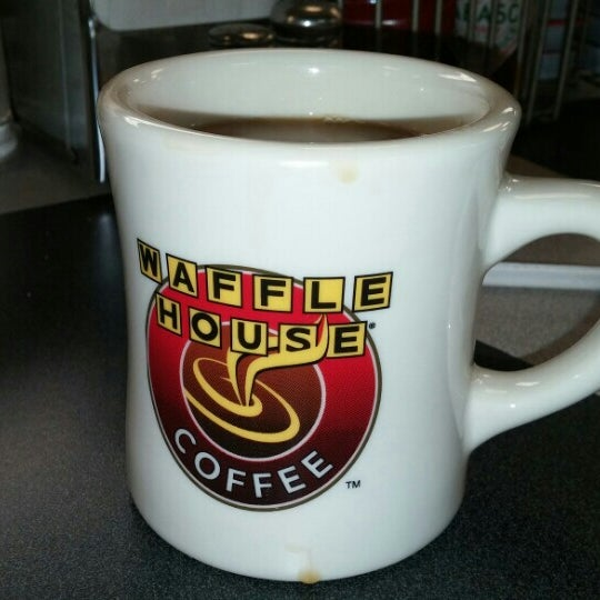 Photo taken at Waffle House by Mike S. on 11/2/2015