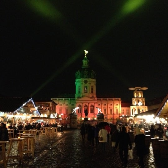 Photo taken at Weihnachtsmarkt vor dem Schloss Charlottenburg by Sir Henry on 11/28/2012