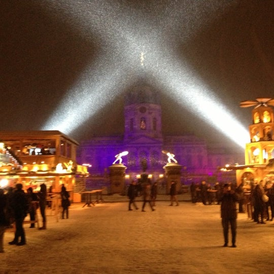 Photo taken at Weihnachtsmarkt vor dem Schloss Charlottenburg by Sir Henry on 12/10/2012