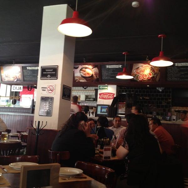 Foto tomada en Central de Pizzas por Elias Q. el 4/16/2013