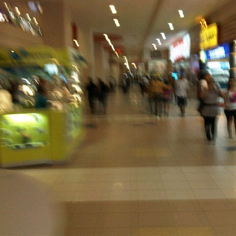 Foto tirada no(a) Mall del Sur por Iulius L. em 1/20/2013