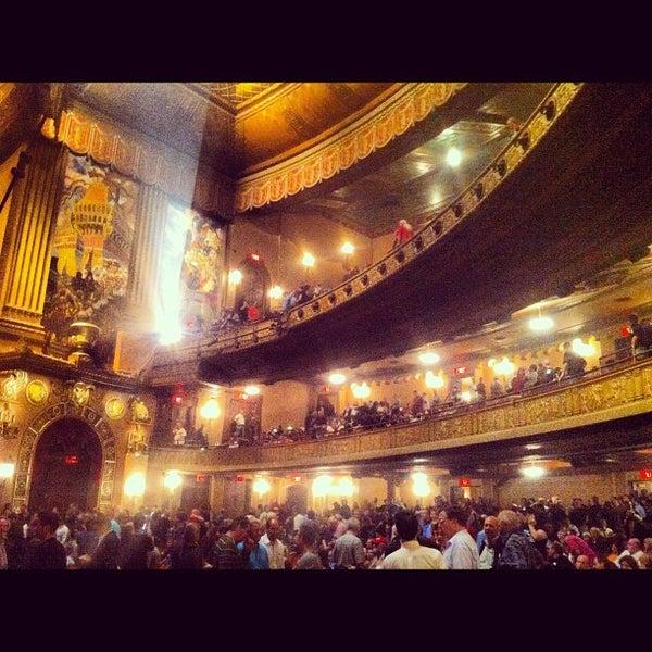 รูปภาพถ่ายที่ Beacon Theatre โดย Thomas S. เมื่อ 10/6/2012