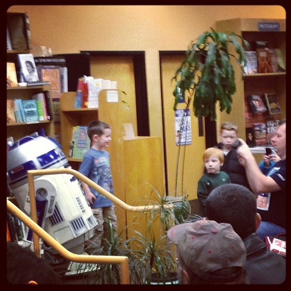Photo taken at Changing Hands Bookstore by Lissa B. on 1/13/2013