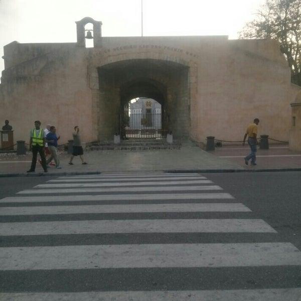 Puerta del conde historic site in santo domingo for Puerta 4 del jockey