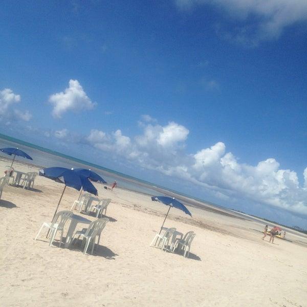 Foto tirada no(a) Praia de Paripueira por Sabine J. G. em 4/11/2013