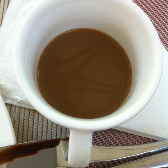 Попробуйте хайнаньский кофе на завтраке. Он с кокосовым молоком, вкусная штука)
