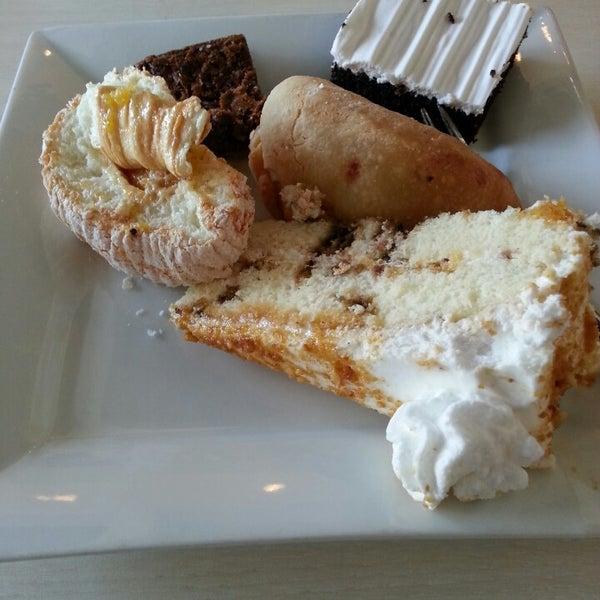 4/30/2013 tarihinde John Irwin D.ziyaretçi tarafından Love Desserts'de çekilen fotoğraf