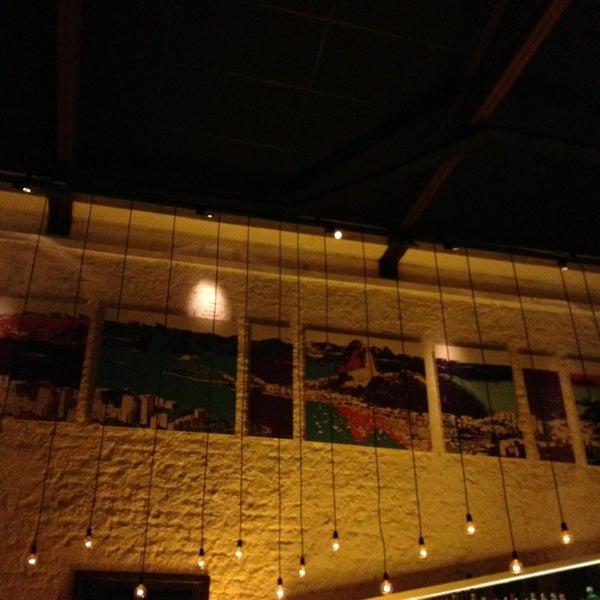 Foto tirada no(a) Meza Bar por Mauricio A. em 4/4/2013