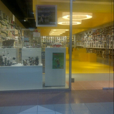 Photo taken at LEGO Store by Pieter C. on 5/24/2014