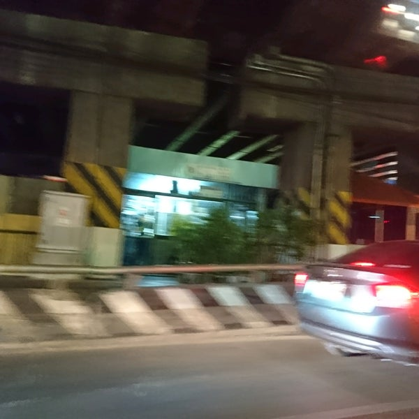Photo taken at Sutthisan Intersection by Noritney on 1/24/2017
