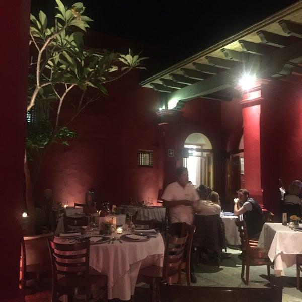 Foto tomada en Catedral Restaurante & Bar por Karina M. el 3/19/2017