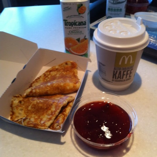 Photo taken at McDonald's by Adrian T. on 10/8/2012